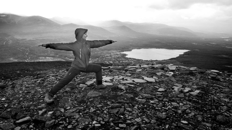 Warrior pose in the freezing wind
